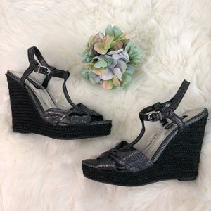 NWT White House Black Market Sophia Wedge Heel Sz7